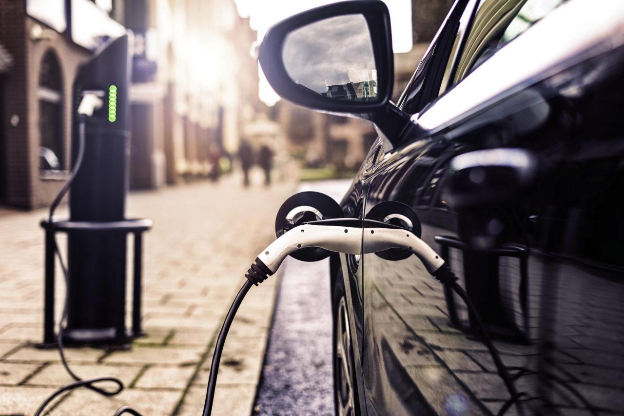 Hybrid vs. Elektroauto – was lohnt sich?