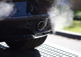 Geräusche im Auto deuten – was bedeuten sie wirklich?